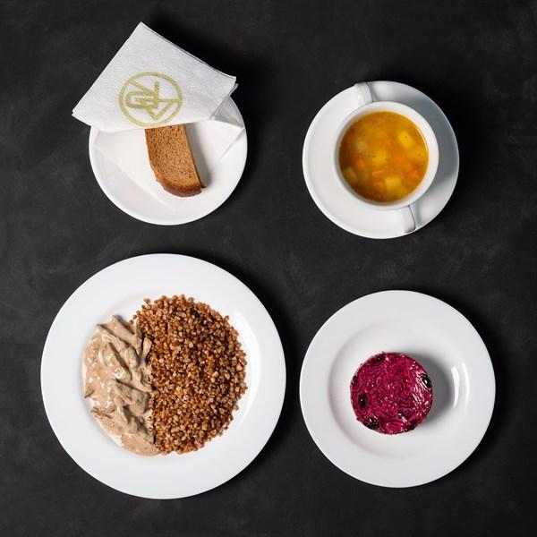 Комплекс №1 понедельник Суп гороховый 200гр, греча отварная 150гр, печень по-строгановски 100гр, салат из свеклы с черносливом 120гр, хлеб ржаной 2 кусочка - фото 4537