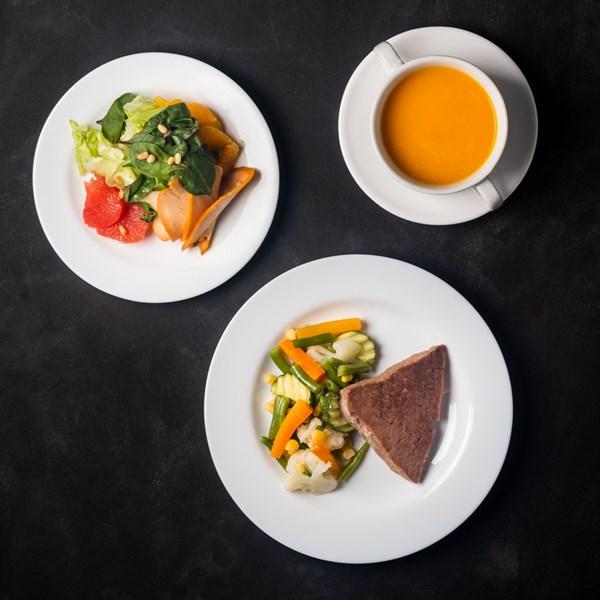 Комплекс №3 понедельник Суп- пюре из тыквы 200 гр, Говядина отварная 50 гр, Овощная смесь с кабачками 100 гр, Салат с копченой грудкой, апельсином и грейпфрутом 110 гр - фото 4559