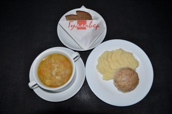 Детский Комплекс №5 Суп вермишелевый с цыпленком 200 гр, Картофельное пюре 120 гр, Котлета из индейки на пару 80 гр, хлеб ржаной 2 кусочка - фото 4625