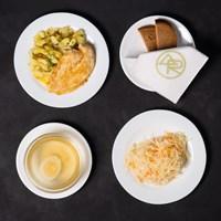 Комплекс №2 среда Бульон куриный 200 гр, Яйцо куриное ½, Картофель жареный с зеленью 150 гр, Куриное филе в панировке 100 гр, Салат из свежей капусты с морковью 120 гр, Хлеб ржаной 2 кусочка