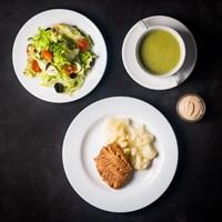 Комплекс №3- среда: Суп-пюре со шпинатом 200 гр, Сайда на пару с соусом 75/30 гр, Капуста цветная на пару 75 гр, Салат с помидорами и моцареллой 120 гр