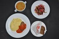 Комплекс №4 среда: Суп Гороховый 200 гр, Картофельное пюре 150 гр, Голубцы Ленивые 60/30 гр, Салат здоровье 100 гр, Хлеб ржаной 2 кусочка