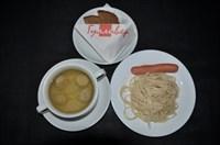 Детский Комплекс №5 Бульон куриный с фрикадельками 200/40 гр, Спагетти отварные 120 гр, Сосиски Баварские 1 шт,  хлеб ржаной 2 кусочка