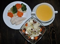 Комплекс №2 вторник: Суп-пюре сырный 200гр, Филе куриное на пару 90гр, Скандинавская смесь 100гр, Салат из запеченой тыквы с фетой 130гр