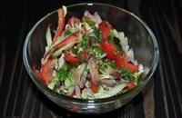 Салат из овощей и языка с легкой заправкой 90гр