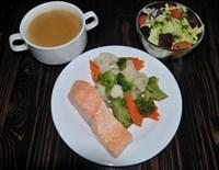 Комплекс №2 пятница:суп-пюре с грибами 200гр, Скандинавская смесь на пару, Форель на пару, Салат Огонек