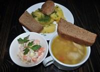 Комплекс №1 вторник: Суп картофельный с курочкой, Картофель отварной с зеленью, Котлета сытная рубленная, Салат Оливье с колбасой и грибами, Хлеб ржаной 2 куска