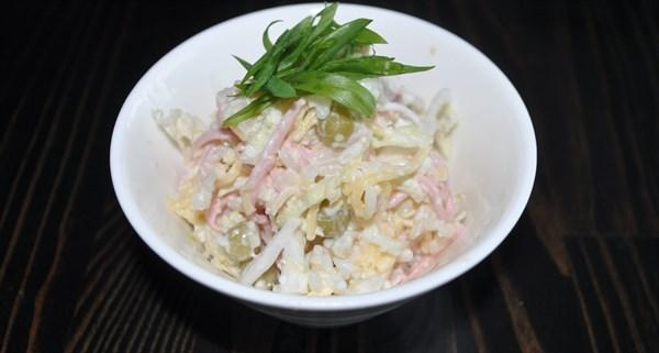 Салат овощной с колбасой 125 гр - фото 4970