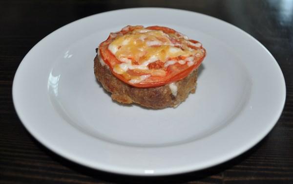 Бифштекс запеченный с помидором 110 гр - фото 5062