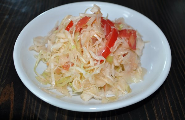 Салат из свежей капусты с яблоками и помидорами 100 гр - фото 5215