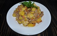 Картофель тушеный с фаршем в сметанном соусе 125 гр